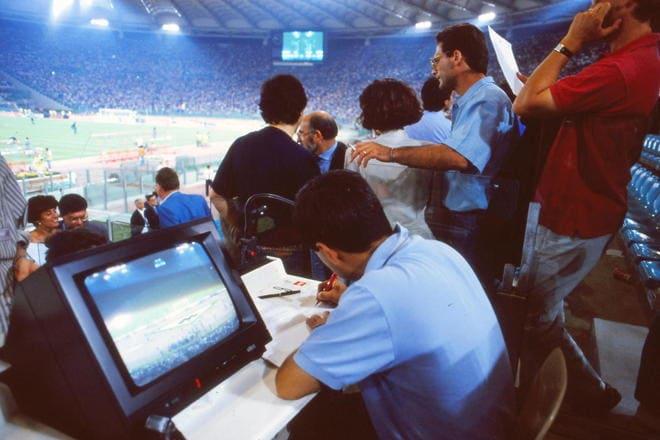 大住良之の「この世界のコーナーエリアから」第53回「サッカー記者の50年(石器時代から現代へ)」(2) 「10人中8人が使っていた名機」と「ブラジルでの原稿用紙不足」の画像001