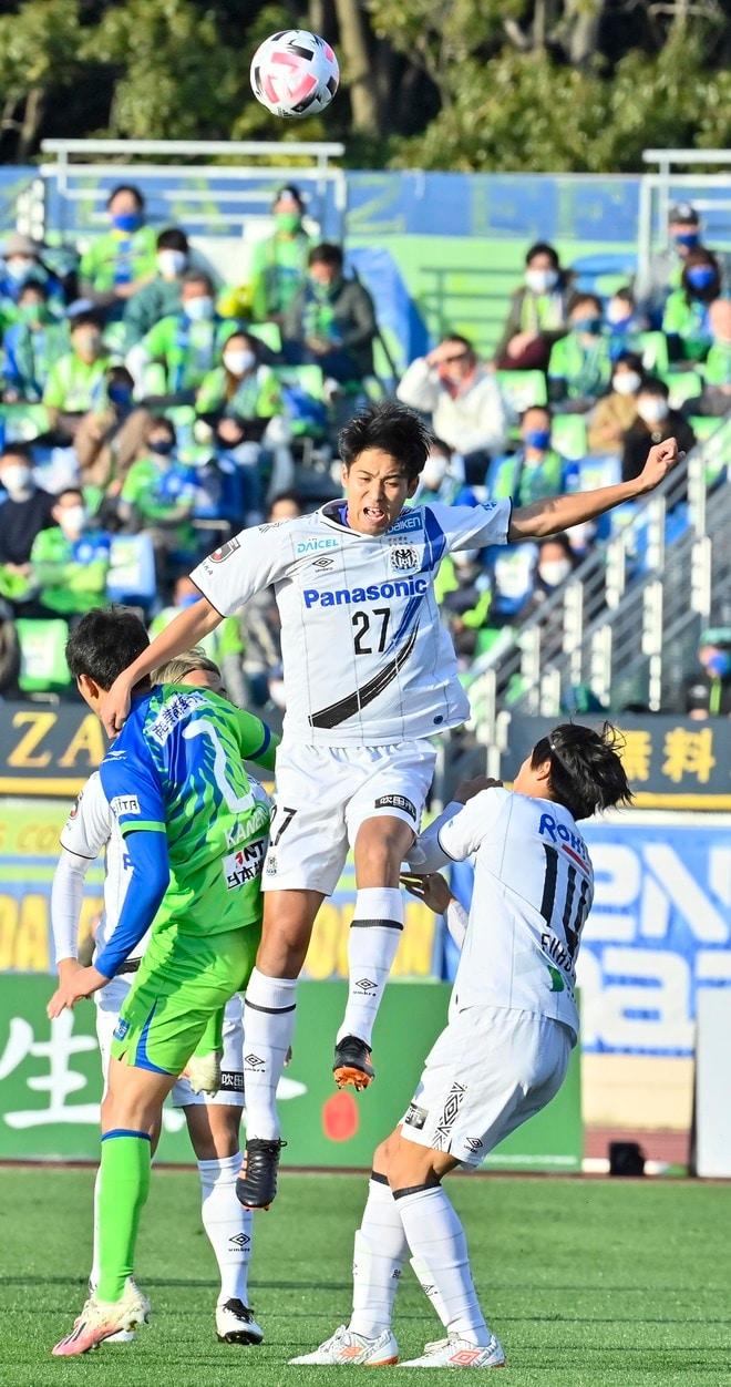 G大阪、総力戦で「2位」死守!(1)苦戦チームをけん引した「パトリックの強靭プレー」の画像021